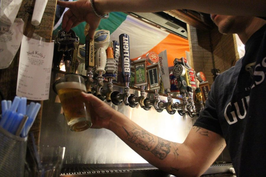 Bartender+filling+a+cold+one+at+Ned+Kellys+in+Littleton%2C+Colo.%2C+on+Tuesday%2C+Sept.+10%2C+2019.
