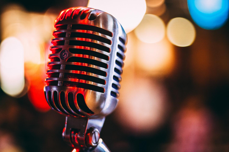 bokeh photography of condenser microphone. (via Unsplash/Israel Palacio)