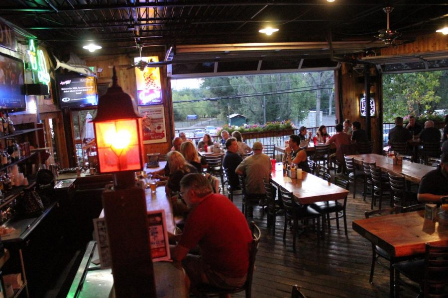 A+lively+crowd+enjoys+food%2C+drinks+and+music+video+trivia+at+Platte+River+Bar+and+Grill+in+Littleton%2C+Colo.%2C+on+Tuesday%2C+Sept.+10%2C+2019.