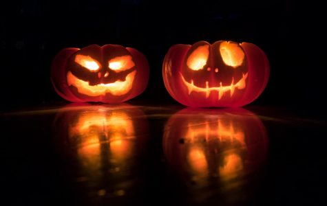 Halloween pumpkins (Photo by David Menidrey on Unsplash)