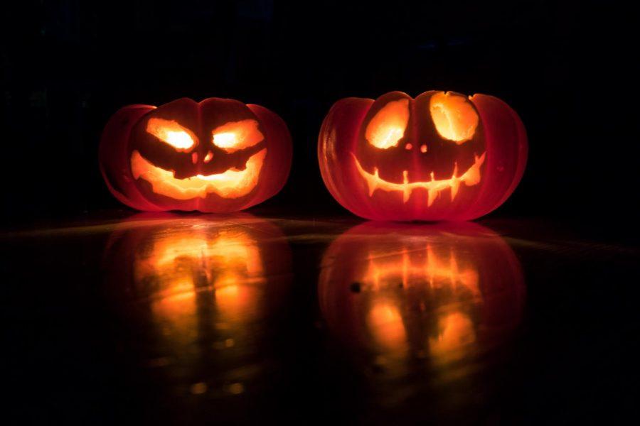 Halloween+pumpkins+%28Photo+by+David+Menidrey+on+Unsplash%29